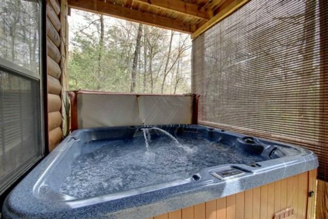 Hot tub that fits 6 with complete privacy