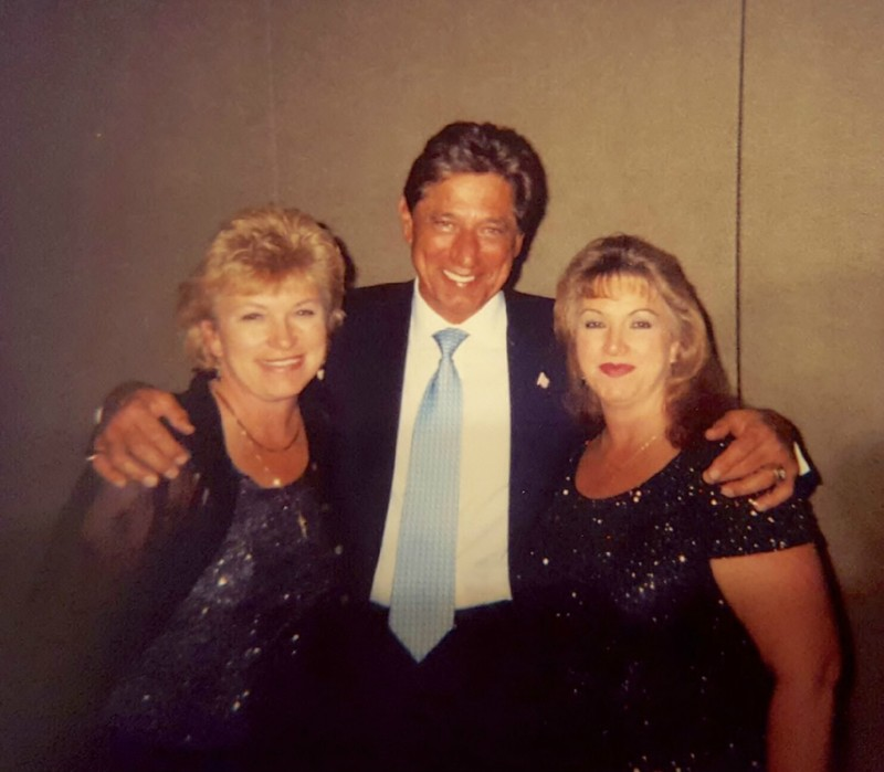 Brenda & Donna with Joe Namath at awards banquet