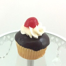 Boston Cream Cupcakes!! Buttery yellow cake filled with homemade Boston Cream filling topped with a chocolate ganache and a dollup of filling!