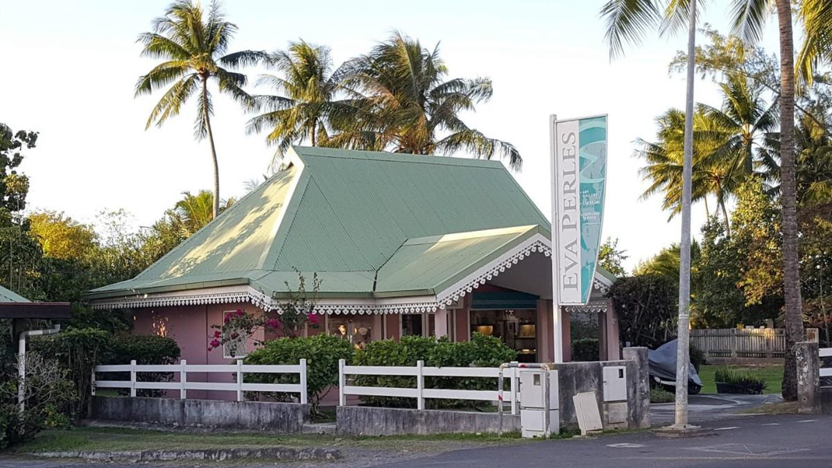Eva's shop near Cook's Bay