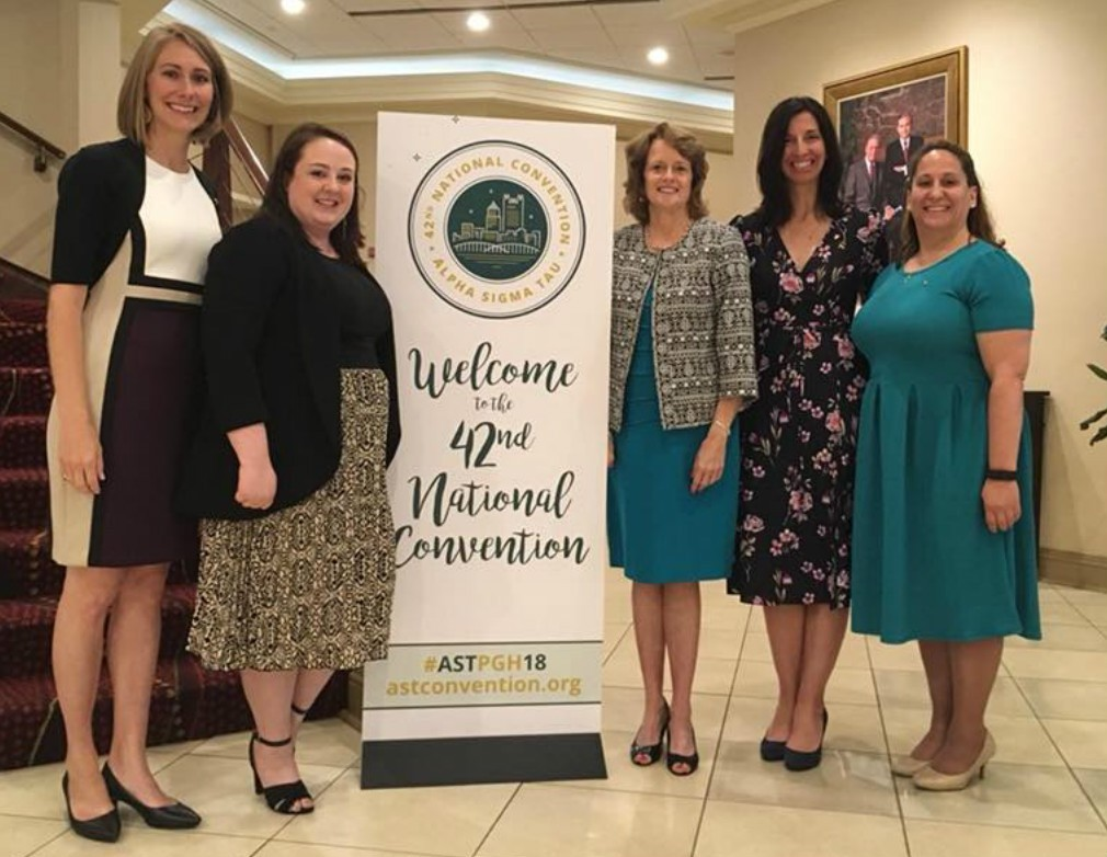 Members of the Pittsburgh Alumnae Panhellenic attending the Panhellenic Luncheon at the 2018 Alpha Sigma Tau National Convention held in Pittsburgh.